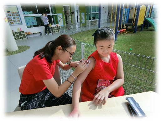 Children enjoyed the rooster tattoo. Some requested to draw on their arm, on their cheek and some on their hands.