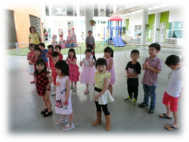 Parents had a good laugh watching the skit performed by our Kinderland children.