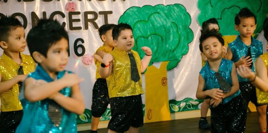 Modern-dance-by-nursery-boys